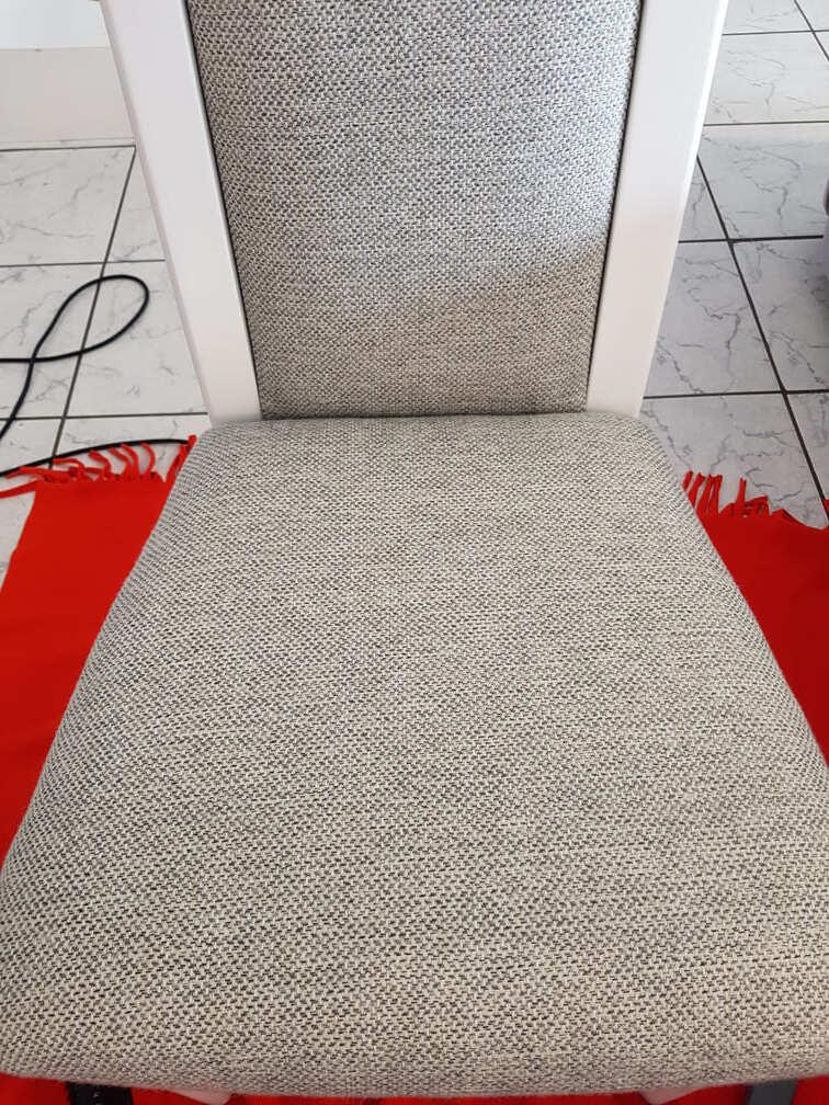 Wyprana tapicerka krzesła - zbliżenie