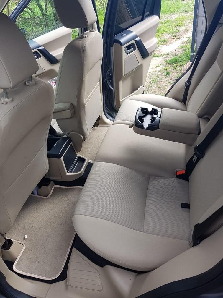 Tylna kanapa w samochodzie