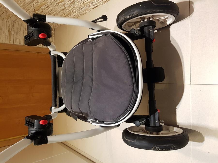 brudny stelaż wózka dziecięcego