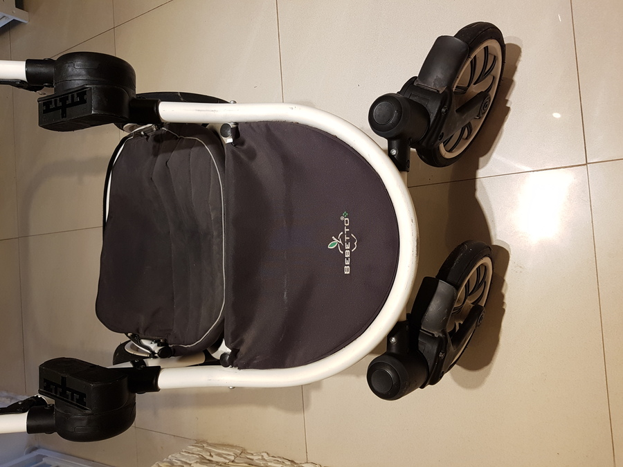 brudny stelaż wózka dzieciecego wraz z brudnątorbą